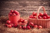 Red apples on wooden background — Stock Photo