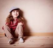 Child sitting on the floor in room — Stock Photo