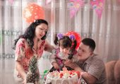Happy daughter on her birthday's day with her family — Stock Photo