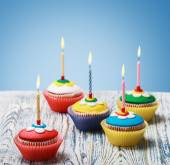 Birthday cupcakes with burning candles — Stock Photo