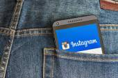 Instagram 应用程序在手机 htc 中打开 — 图库照片