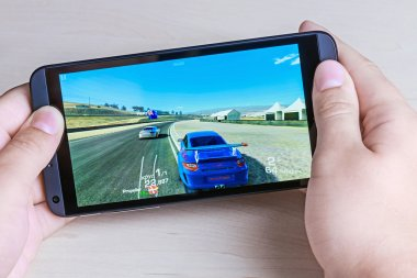 Real Racing 3 game for android on smartphone htc