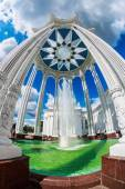 """Fountain and pavilion """"Culture"""" near VDNKh exhibition center — Stock Photo"""