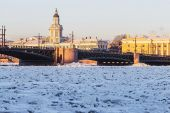 Vasilyevsky island and palace bridge — Stock Photo