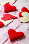 Wooden and felt red hearts — Foto de Stock