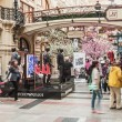 Shoppers in GUM on Red Square — Stock Photo #74029311