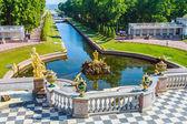 Peterhof fountains of the Grand Cascade — Stock Photo