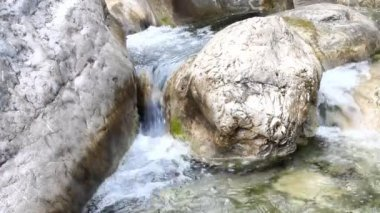 Stream in  mountains during low water periods — Stock Video