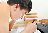 подросток, делать домашнее задание — Стоковое фото