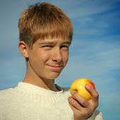 Boy and Apple — Stock Photo