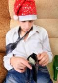 Teenager checks the Wallet — Stock Photo