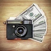 Vintage Camera on the Money — Zdjęcie stockowe