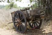 Old wooden Indian wagon for transportation — Stock Photo