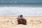 Coconut  and a sunglasses on a beautiful beach. India Goa — Stock Photo