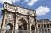 Arch of Constantine and Colosseum or Coliseum — Stock Photo