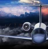 Passenger aeroliner flies through the storm. — Stock Photo