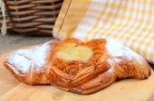 Roll from flaky pastry with pineapples — Стоковое фото