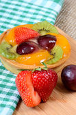 Cake from shortcake dough with fruit — Stock Photo