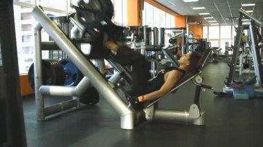 Female exercising their legs on the training — Стоковое видео