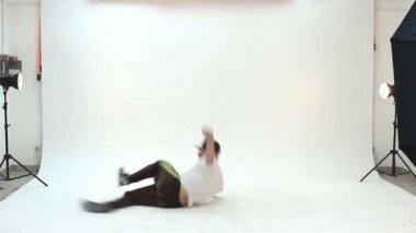 Teenager dancing breakdance in action — Stock Video