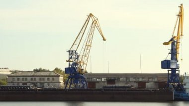 Liman Vinci yük taşır — Stok video