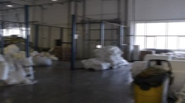 People work in large warehouse with goods at factory — Stockvideo