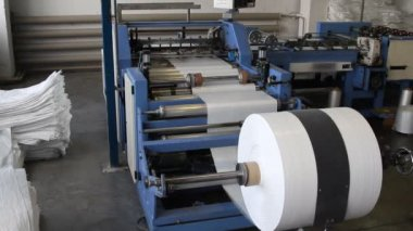 Big polymeric tape roll unreel for a printing press — Wideo stockowe