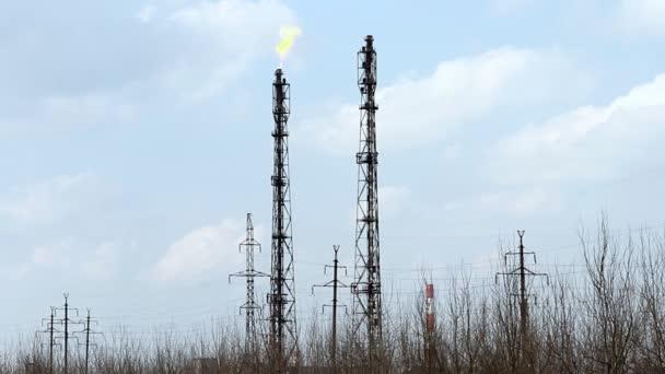 Antorcha de gas incendio refinería — Vídeo de stock