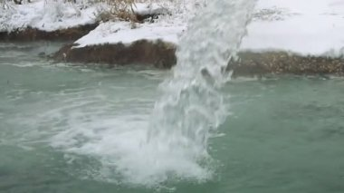 The water jet of hydrogen sulfide source — Stock Video