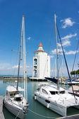 Yachts at Strait Quay lighthouse — Stock Photo