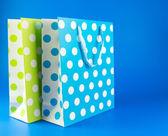 Niebieskie i zielone kropki prezent torba — Zdjęcie stockowe
