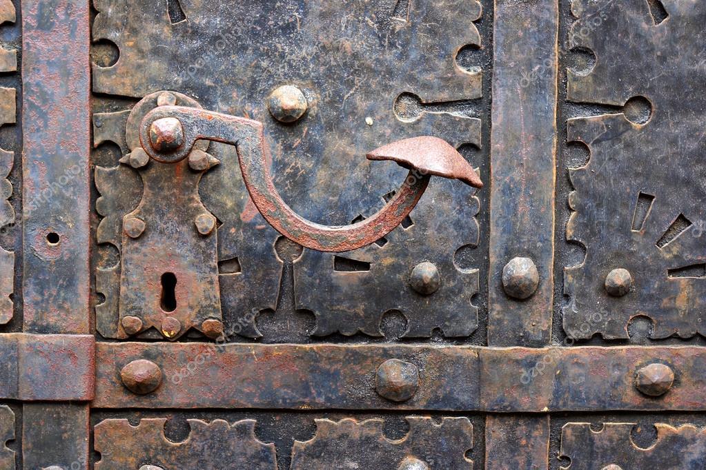 Ancienne poign e de porte sur porte m di vale fer gdansk poland photogra - Poignees de porte anciennes ...