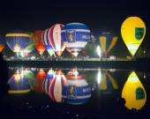 Minsk, Belarus. 13-September-2014:  hot air balloon glow reflect — Stock Photo