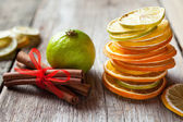 Stack of dried orange and lemon slices, lime and cinnamon sticks — Stock Photo