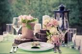 在乡村风格的婚礼表设置。. — 图库照片