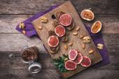 Sliced figs on bread with jam — Stock Photo