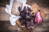 Aubergines, basil and bread — Photo