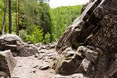 Caminho entre as rochas. norte da natureza — Fotografia Stock