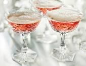 杯的粉红色的香槟 — 图库照片