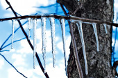 Icicles on blue sky background — Stock Photo