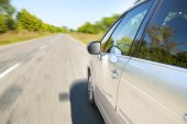 Blurred road and car — Stock Photo