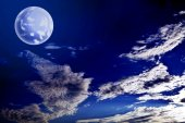 Nightly sky with large moon — Stock Photo