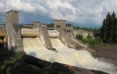 Spillway on hydroelectric power station dam — Stock Photo