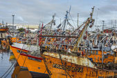 Orange fishing boats in Mar del Plata, Argentina — Stockfoto