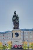 Mozart statue on Mozart Square (Mozartplatz) in Salzburg, Austri — Stock Photo