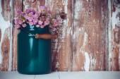 Milk can, and a bouquet  — Foto de Stock