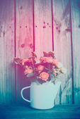 Bouquet of roses in vintage coffee pot — Stock Photo