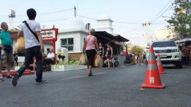 Tourists at Jatujak Market — Stock Video