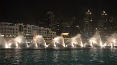 Dubai fountain music show. — Stock Video