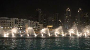 Dubai fountain music show. — Stock Video